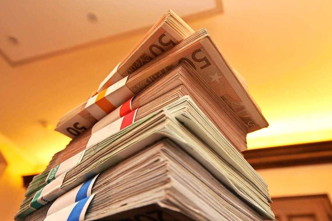 Die Ratsfraktionen haben höchst unters...urger Haushalt ausgegeben werden soll.  | Foto: Ingo Schneider