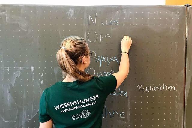 Medizinstudentinnen klären an der Gemeinschaftsschule Gundelfingen über ausgewogne Ernährung auf