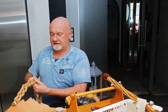 Seit 40 Jahren knüpft Klaus Meßmer die Gürtel der Möslegeister