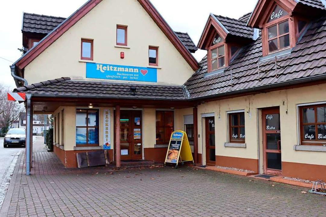 Die Bäckerei-Filiale in Hartheim  am R...Bistroräume (rechts) erweitert werden.  | Foto: Susanne Müller