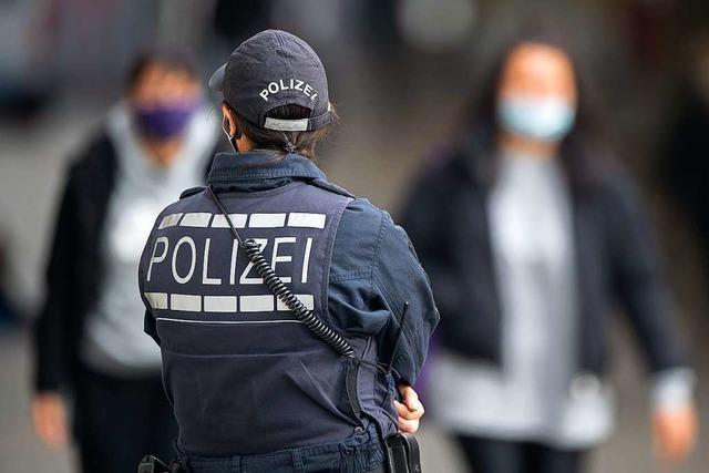 Polizei löst Oben-Ohne-Party in Endingen auf