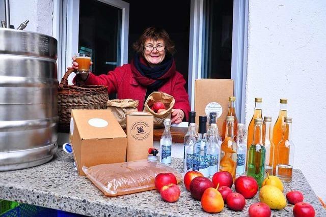 Roswitha Rombach destilliert aus Streuobst feines Hochprozentiges