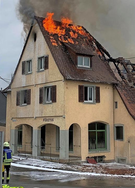 Die ehemalige Mangelstube in Kirchhofen brannte im Mai 2020.    Foto: Feuerwehr Ehrenkirchen