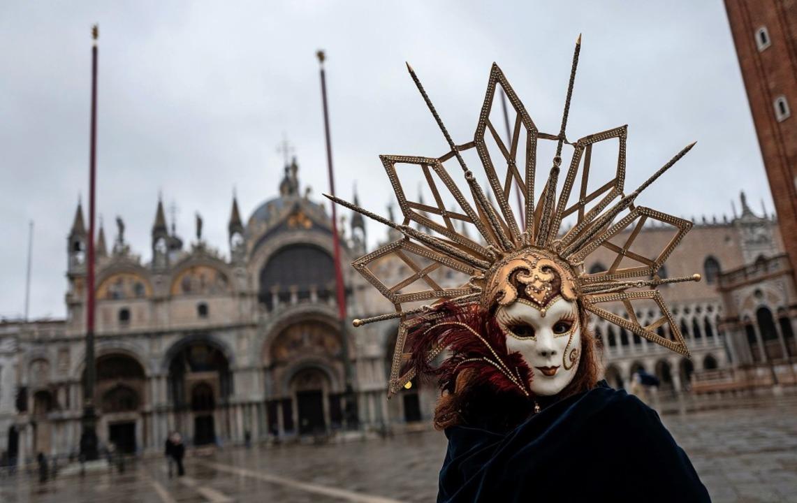Venedig einmal anders – Karneval...ohne Zuschauer und nur fürs Internet.   | Foto: MARCO BERTORELLO (AFP)