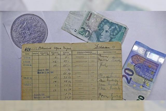 Ein Sparbuch von 1940 zeigt drei Währungen und gilt noch heute