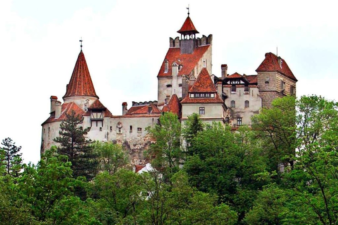 Schloss Bran (Bran Castle) aus dem 14....hen Hollywood-Dracula-Filmen zu sehen.  | Foto: A2800 epa Robert Ghement