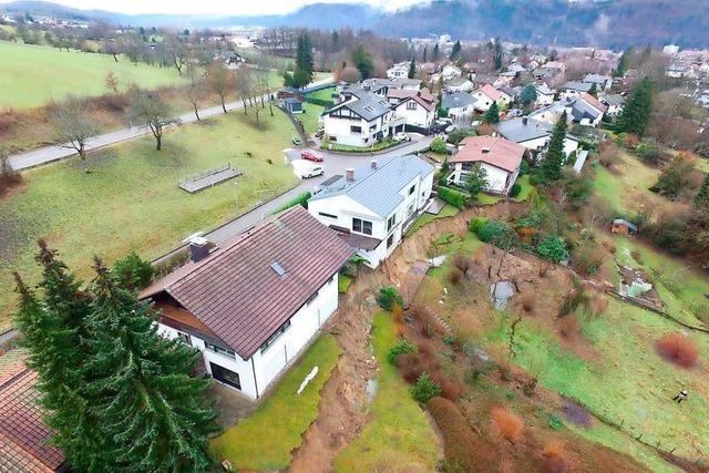 Evakuierung für erstes von vier Häusern nach Erdrutsch aufgehoben