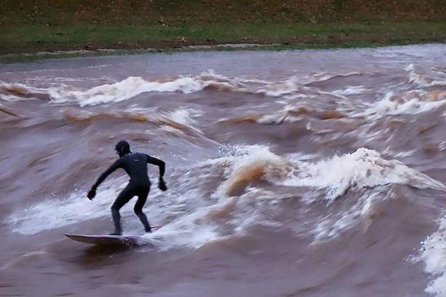 Surfen auf der Elz ist bei Hochwasser gefährlicher Leichtsinn