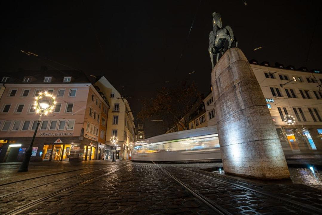 Nachts werden in Freiburg künftig wohl wieder mehr Menschen unterwegs sein.  | Foto: Linus Ziegler