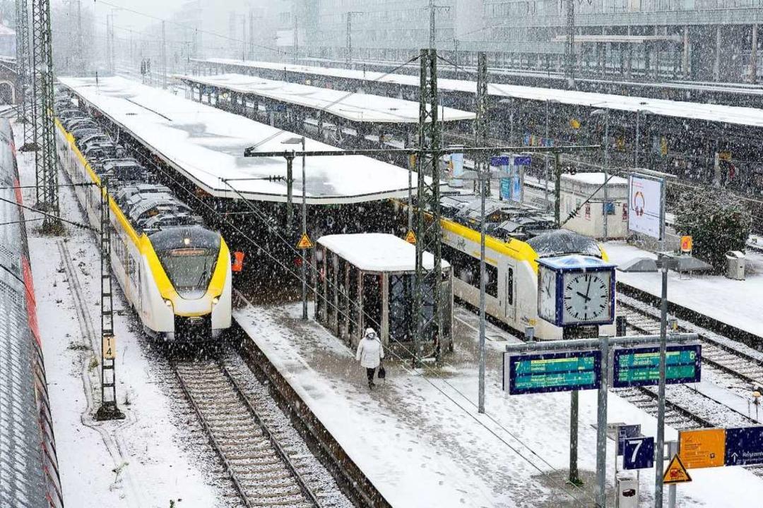 Die Breisgau-S-Bahn im Freiburger Bahn...er, sondern auch dem Verkehrsminister.  | Foto: Ingo Schneider