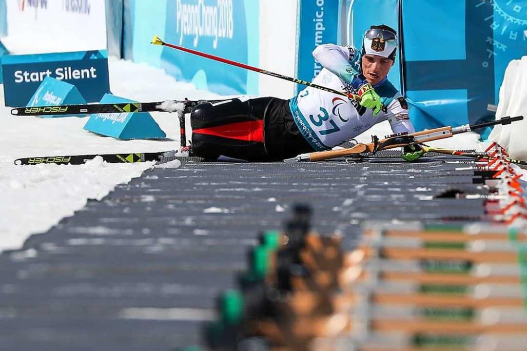 Martin Fleig beim Schießen während der... im Biathlon über 15 Kilometer gewann.  | Foto: Jan Woitas