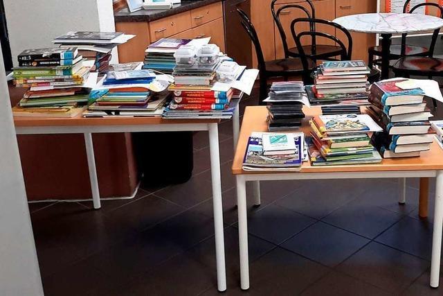 Abhol-Service in der Weiler Stadtbibliothek kommt an, aber macht viel Arbeit
