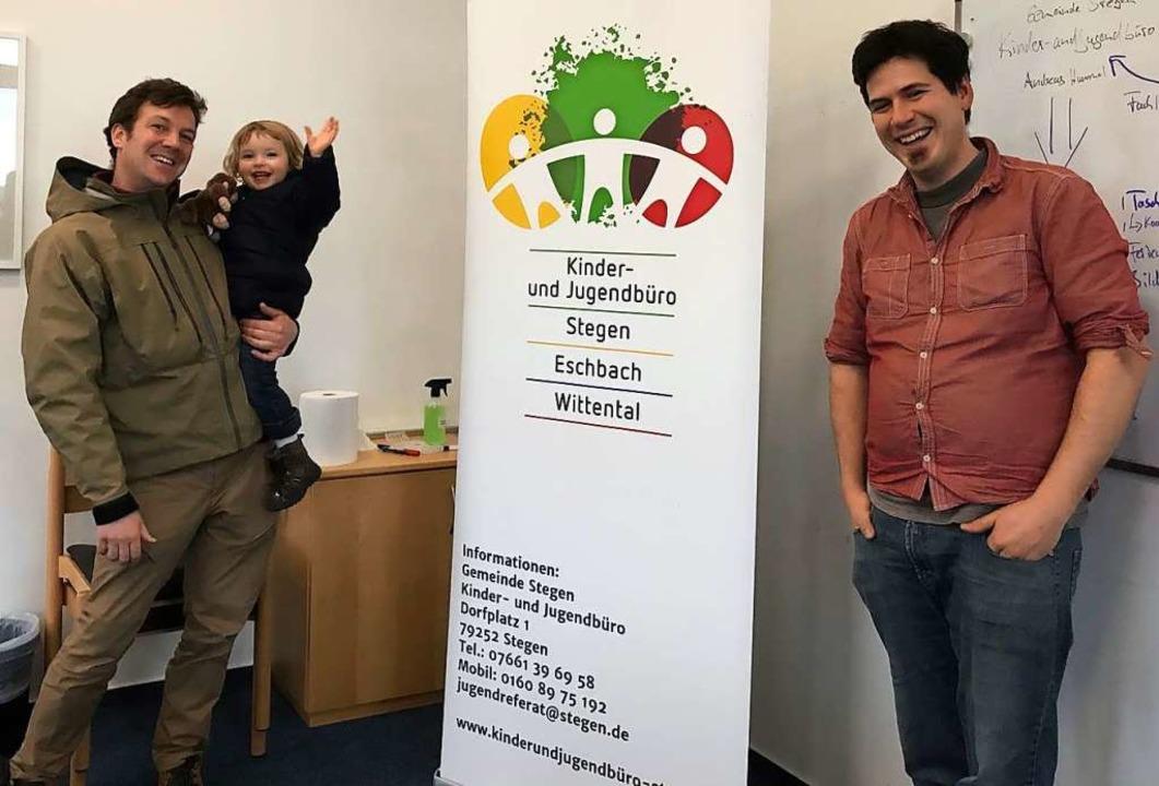 David Knapp (mit Tochter auf dem Arm) und Kollege Andreas  Hummel  | Foto: Michael Dörfler