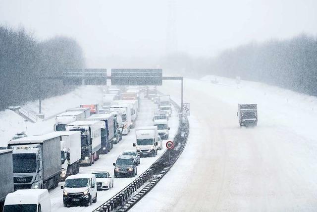 Was Autofahrer im Winter alles im Wagen haben sollten