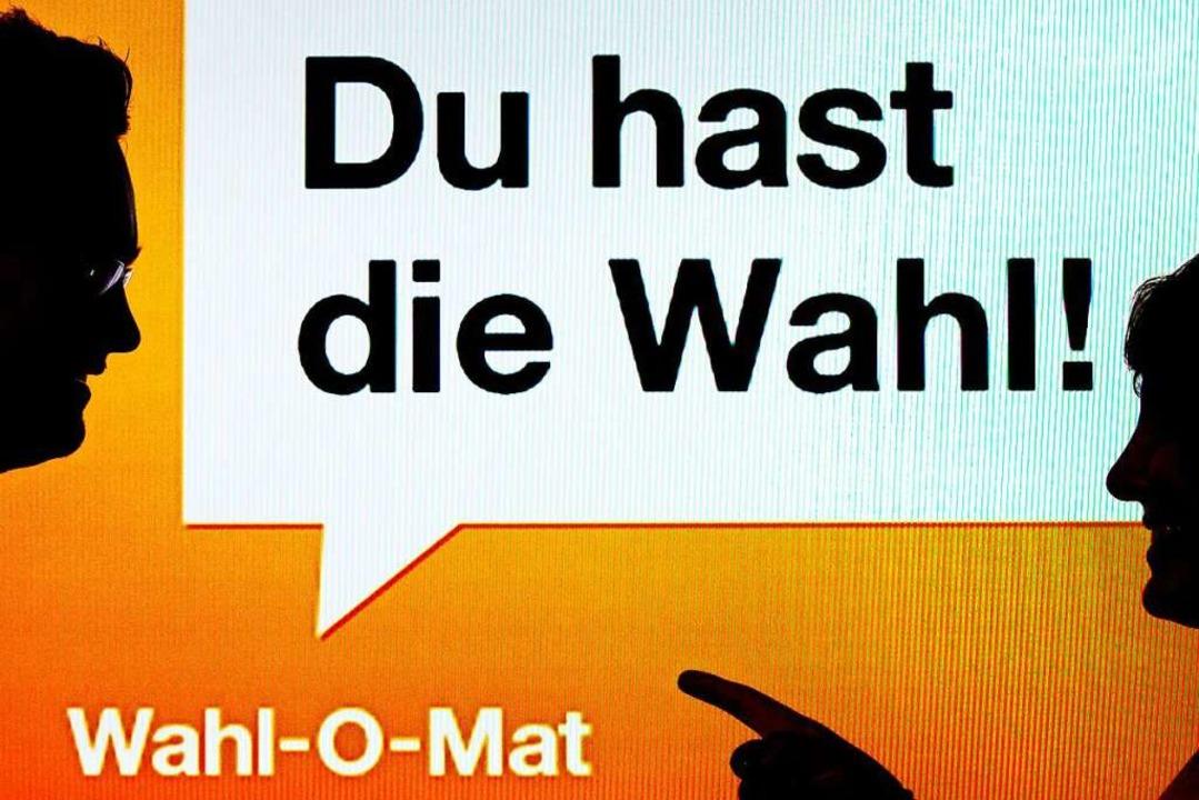 Mit dem Wahl-O-Maten kann man die eige...021 zugelassenen Parteien vergleichen.  | Foto: Peter Kneffel (dpa)