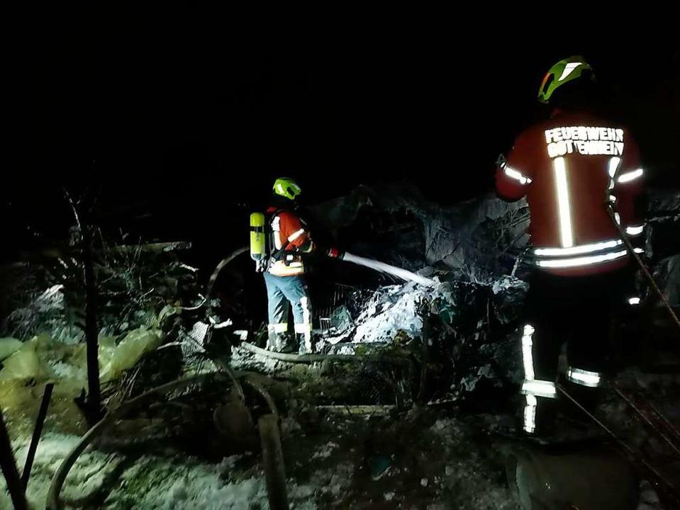 Einsatz in Gottenheim: erschwerte Bedi...r die Feuerwehr durch Schnee und Kälte    Foto: Feuerwehr Gottenheim