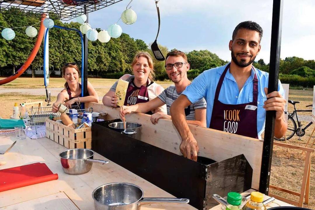 Kochfans: Alexandra Höfler, Laura Wers...utter und Ali Abou Aljas (von links).   | Foto: Thomas Kunz