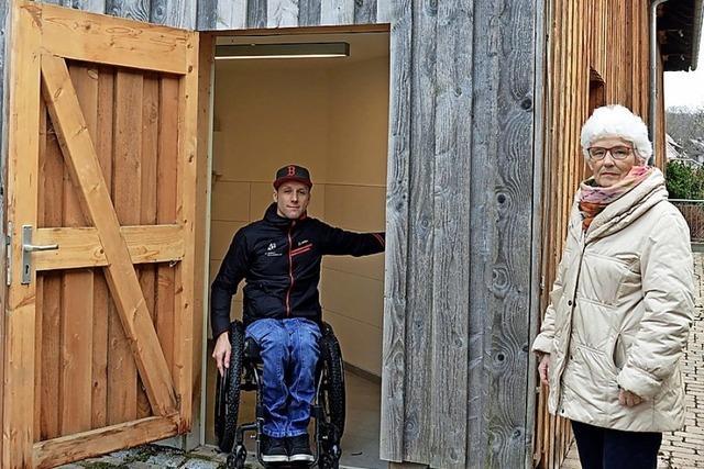 Zartens Toilette für Menschen mit Behinderung offen