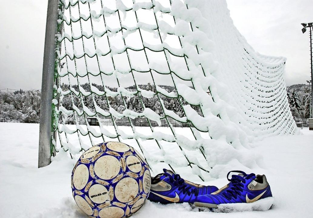 Nichts geht auf den winterlichen Fußba...riges Frühjahr mit diffusen Szenarien.  | Foto: Ruoff