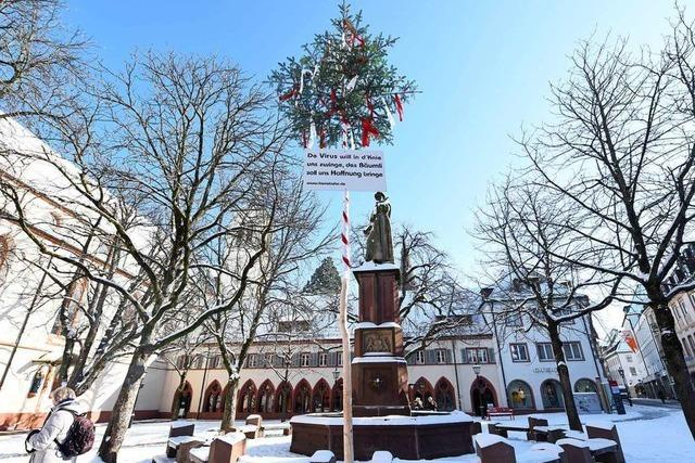 Immerhin steht auf dem Freiburger Rathausplatz ein Narrenbaum