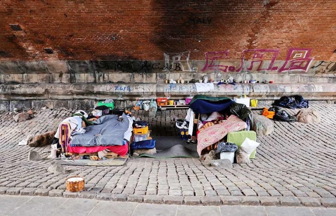 Menschen, die  wie auf diesem Foto im ...n im Markgräflerland eigentlich nicht.  | Foto: Christian Charisius (dpa)