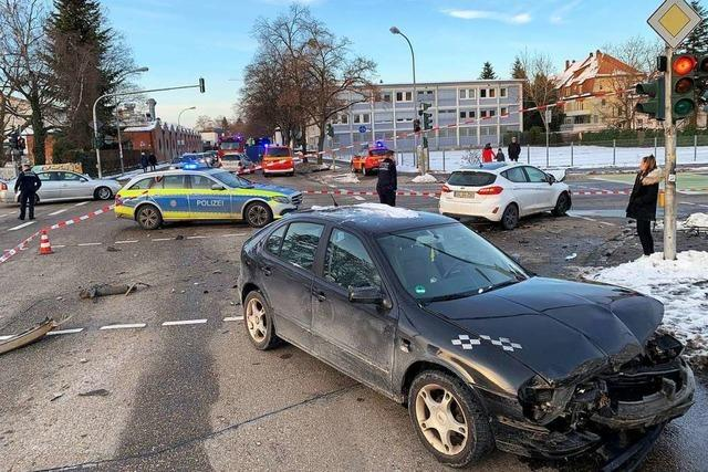 Polizeihubschrauber sucht flüchtigen Unfallverursacher über der Offenburger Oststadt