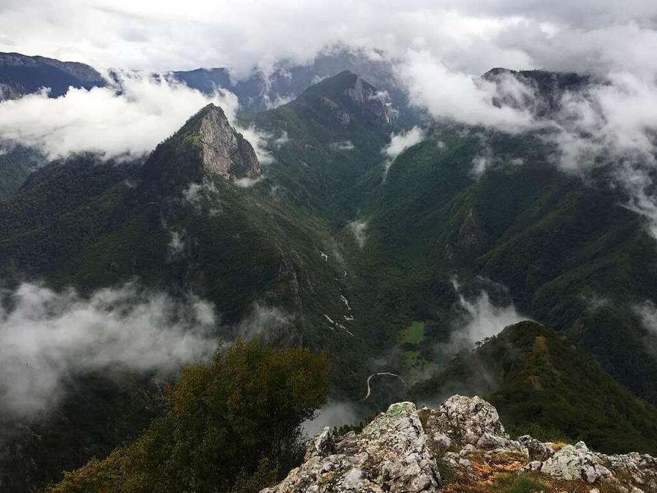 Blick vom Aussichtspunkt Boric über das Tal der Sutjeska in Richtung Maglic.  | Foto: Uwe Baumann