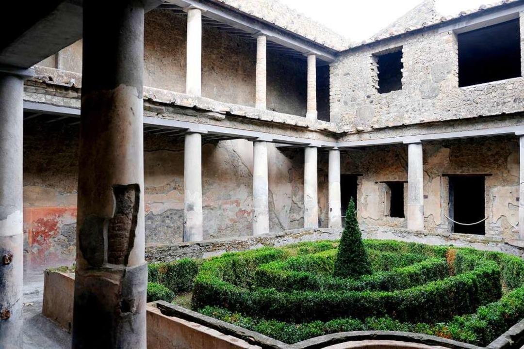 Die zweistöckige Säulenhalle im Haus d...nden ist außergewöhnlich gut erhalten.  | Foto: Florian Sanktjohanser (dpa)