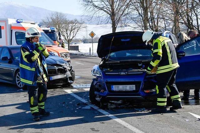 Zwei Verletzte nach Unfall an Kreuzung bei Müllheim
