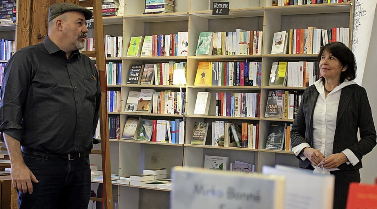 Sybille Steinweg und Daniel Götte bei ...e im Buchladen in der Rainhofscheune.   | Foto: Erich Krieger