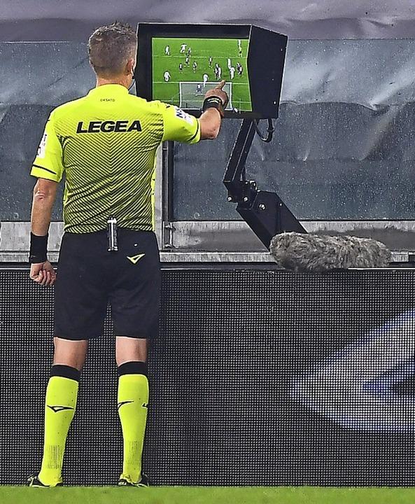 Prüfender Blick auf den Bildschirm  | Foto: Fabio Ferrari