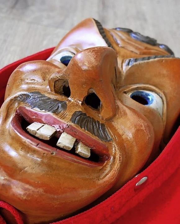 Auch wenn Fasnet ausfällt: Erich Holze...ese Seeräuber-Maske ist schon fertig.   | Foto: Eva Korinth