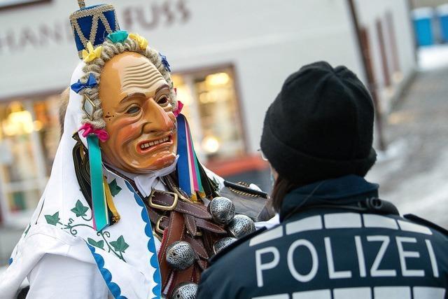Polizisten müssen manche Narren zur Räson bringen