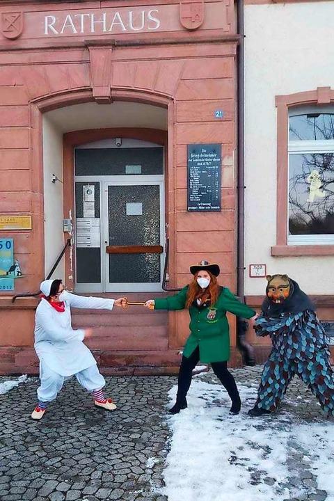 Ortsvorsteherin ohne Chance: Rathaussturm in Mietersheim  | Foto: Narrenzunft Schärmies