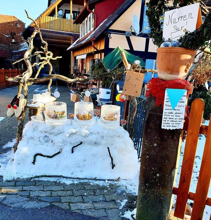 Süßes to go gab es an einer Narrenbar in Wittenweier  | Foto: Iris Heitz