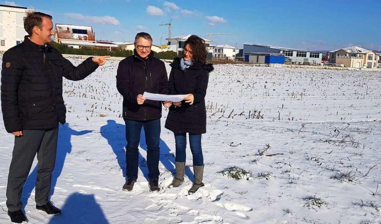 Bürgermeister Pascal Weber besuchte mi...muk, das  Grundstück im Gewerbegebiet.  | Foto: Gemeinde Ringsheim