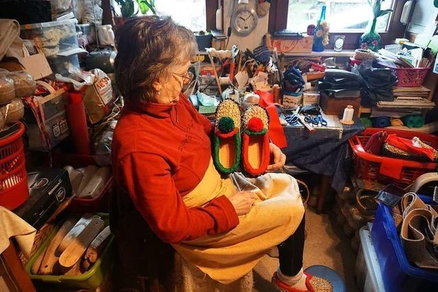 Monika Schultis hält dem Spitzbue die Füße warm