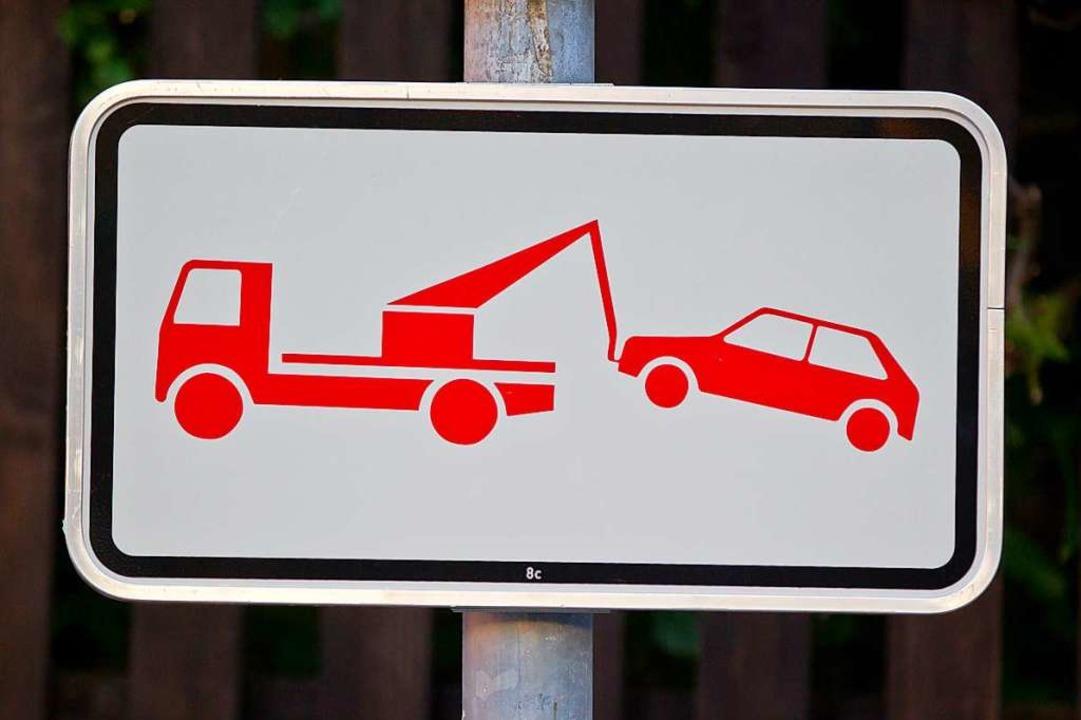 Ein Fahrzeug, das in Ebringen an ungün... könnte demnächst abgeschleppt werden.    Foto: Daniel Karmann