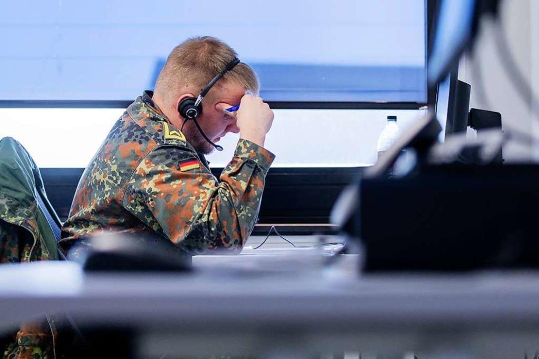 Immer wieder wurden auch Bundeswehrsoldaten für die Nachverfolgung eingesetzt.    Foto: Rolf Vennenbernd (dpa)
