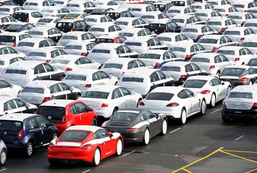 Gefragt in aller Welt: Neuwagen  warte...halten, sagen auch die Gewerkschaften.    Foto: Ingo Wagner (dpa)