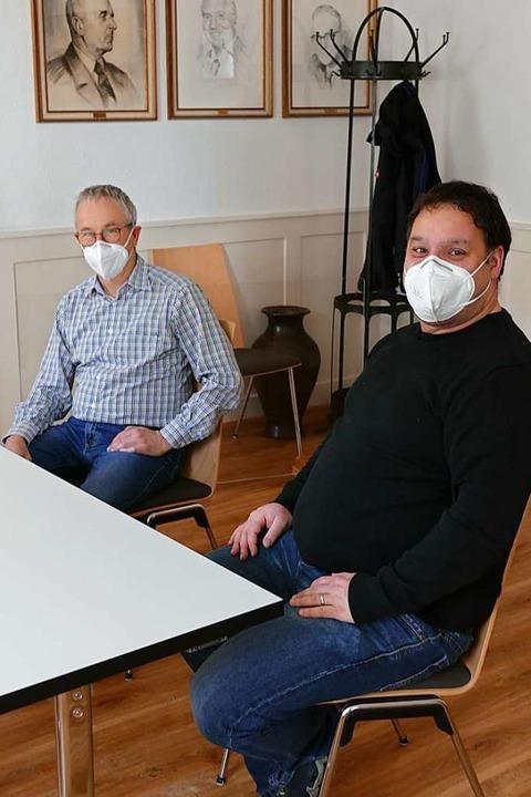 Hauptamtsleiter Harald Heini (li.) und...tssitzung am Montag, 22. Februar, vor.  | Foto: Juliane Kühnemund