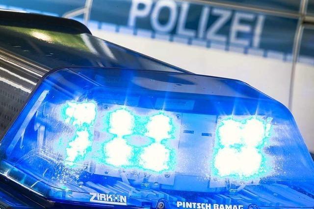 Autofahrer entfernt sich nach Unfall auf Bundesstraße zwischen Gundelfingen und Denzlingen