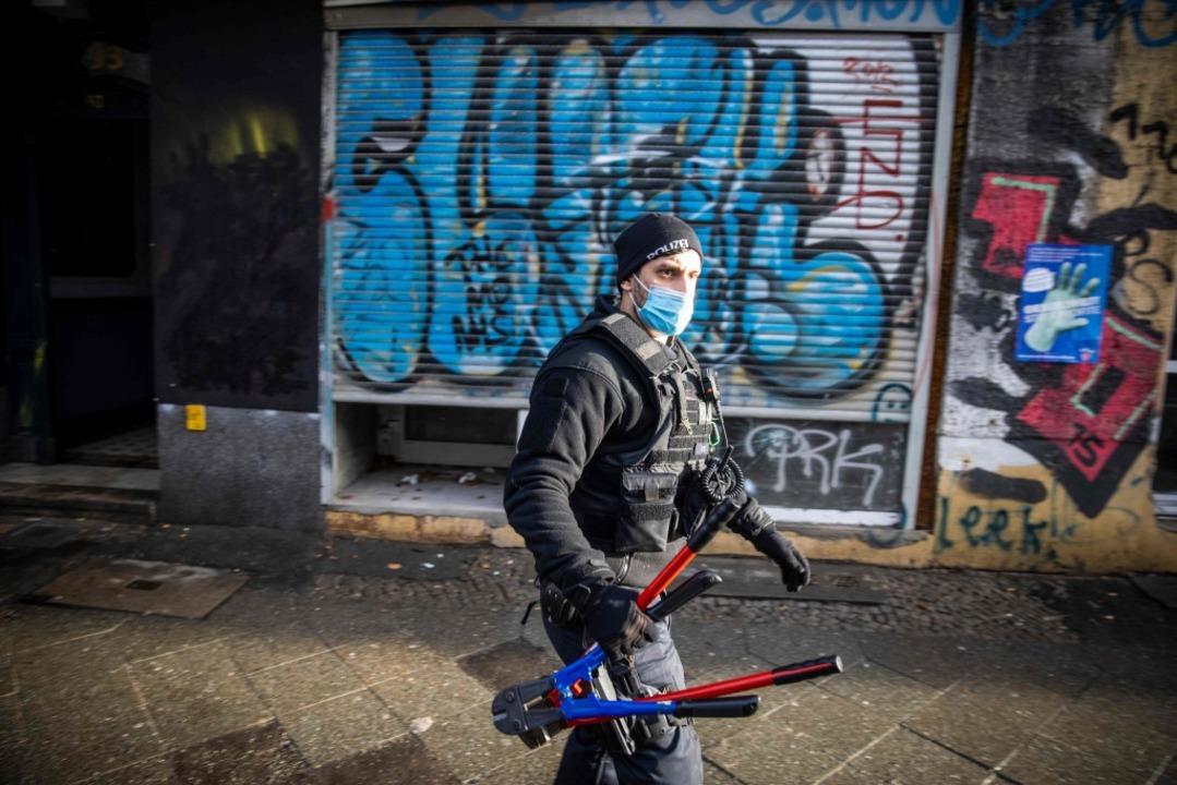 Gemessen an der Zahl der Razzien hat d...ngen gegen die Clanszene wahr gemacht.    Foto: ODD ANDERSEN (AFP)