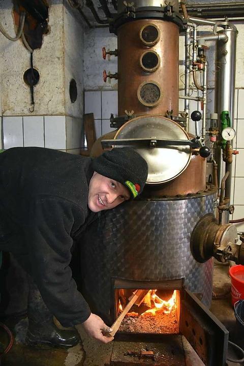 Christoph Blattmann brennt Schnaps, wenn es draußen winterlich kalt ist.  | Foto: Andrea Steinhart