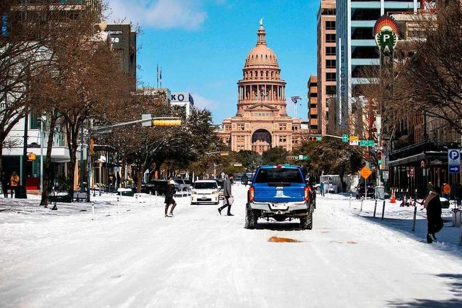 Das Kapitol in Austin, Texas: Der Wintersturm Uri hat untypische Kälte und viel Schnee nach Texas gebracht und Strom- und Wasserversorgung für Millionen Menschen lahm gelegt. (Foto: Montinique Monroe (AFP))
