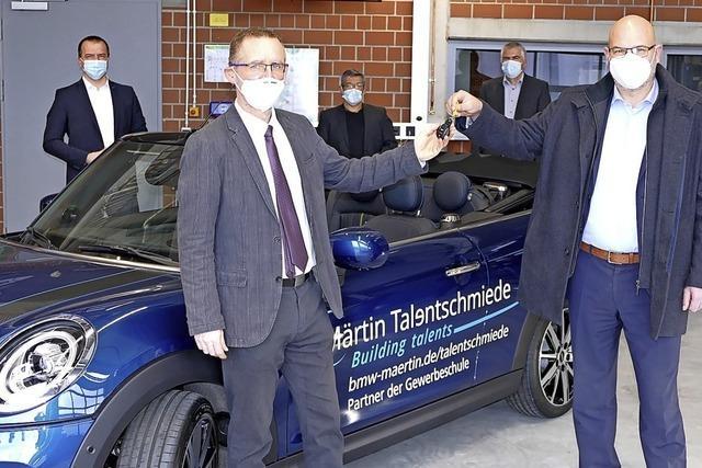 Gewerbeschule erhält Mini im Wert von 40 000 Euro