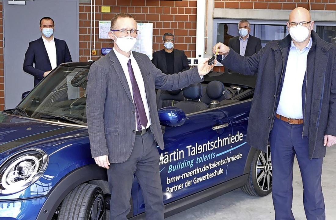 Schulleiter Sven Steinlein (vorne link...him Schulz (hintere Reihe von links).   | Foto: Sattelberger