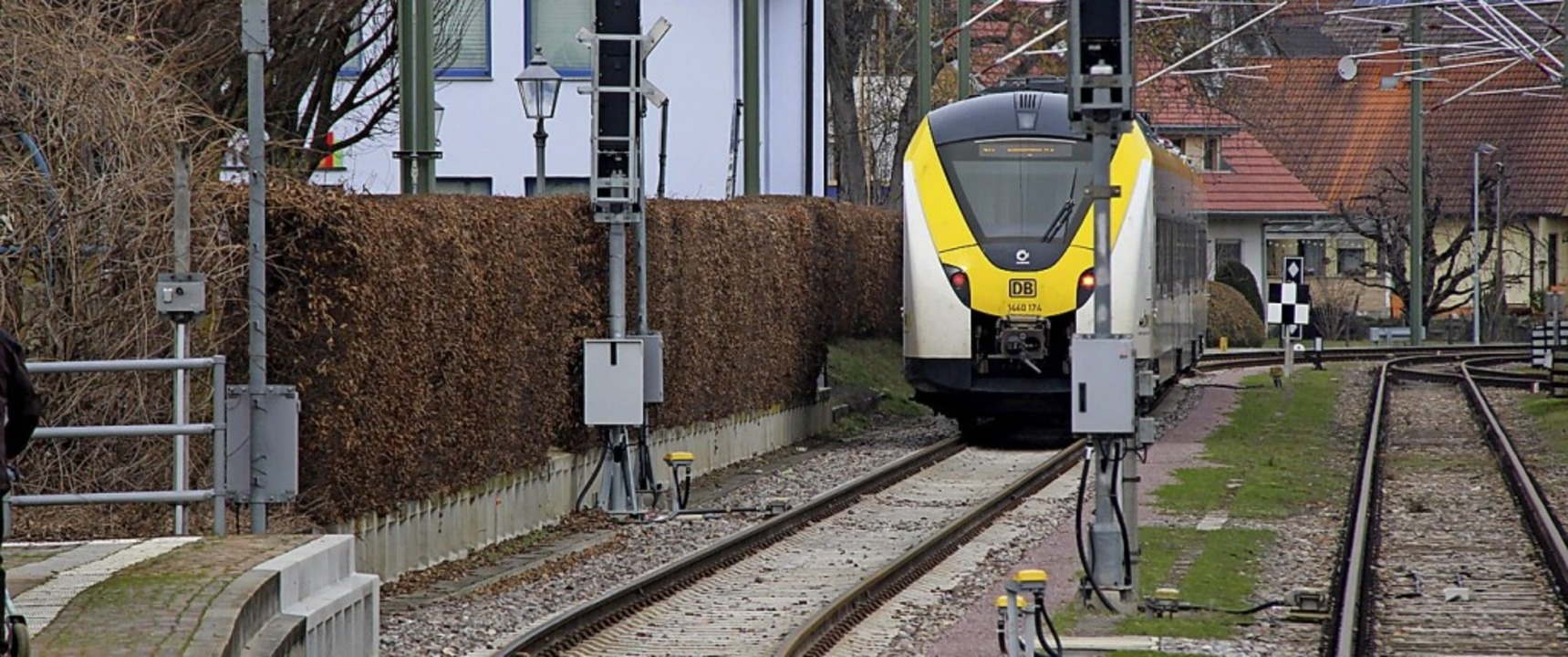 An der Kaiserstuhlbahn, wie hier in Bö...f Wochen lang fahren dann keine Züge.   | Foto: Horst David