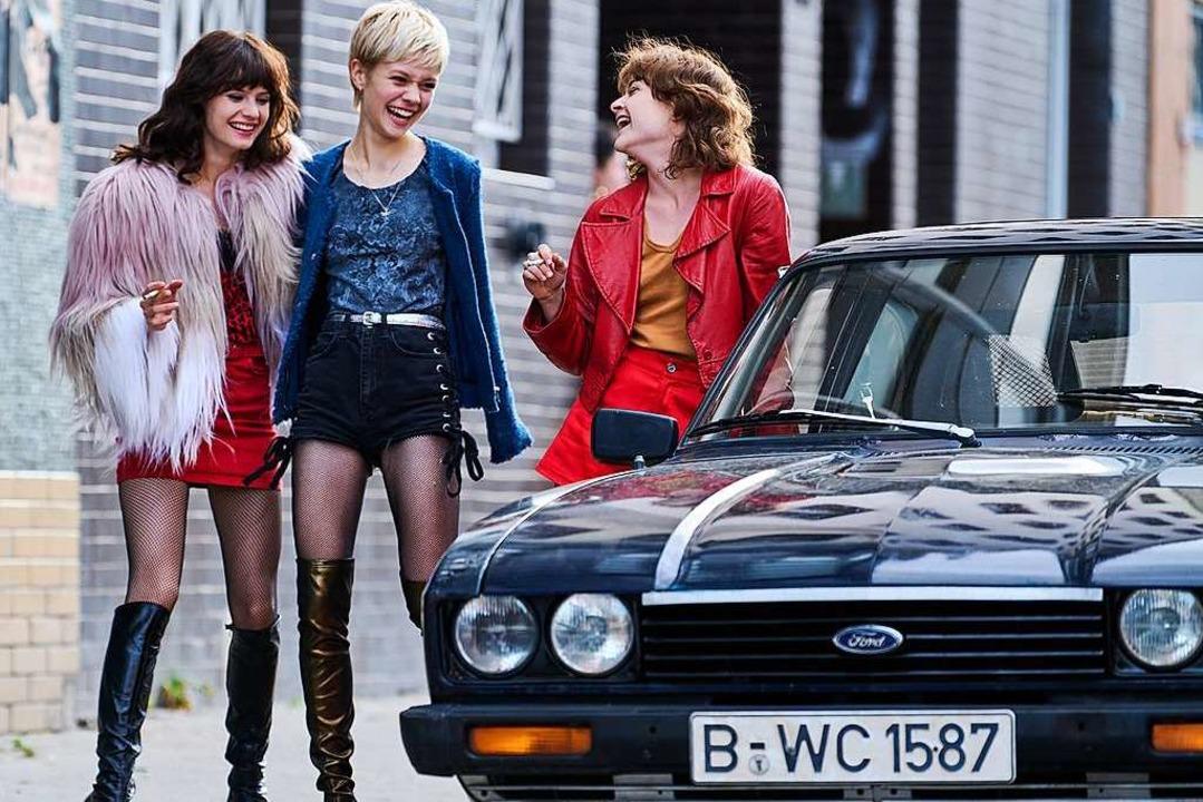 Style, Szene, Filmtechnik: Amazons &#8...na Urzendowsky als Stella (von links).  | Foto: Mike Kraus / Soap Images / mike@