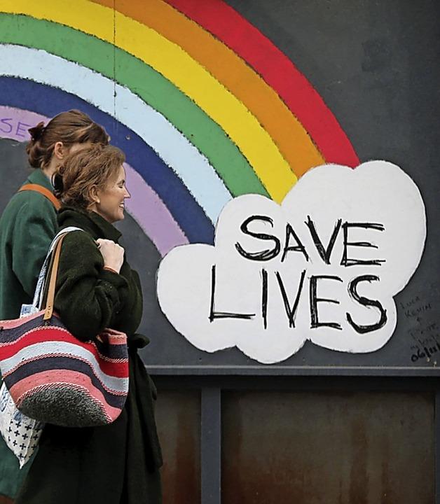 Wachsam bleiben, Leben retten – ein Graffito in London.  | Foto: Tayfun Salci via www.imago-images.de